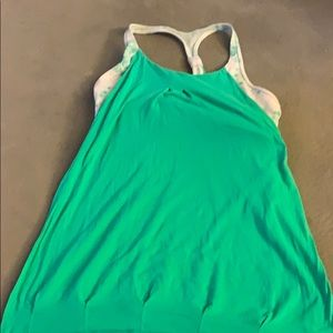 Lulemon attaches-sports bra work-out top.